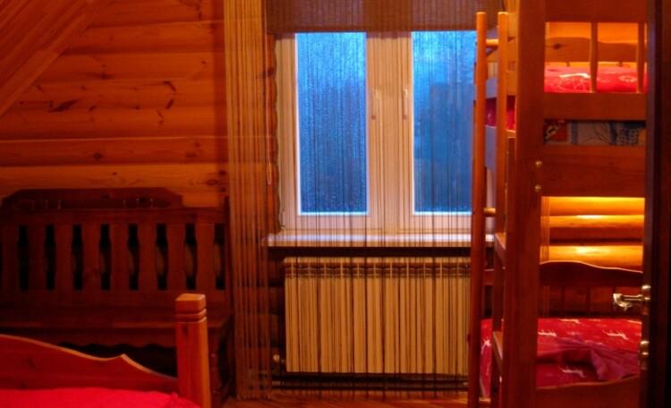 """Агроусадьба """"Белорусский Байкал"""", Спальная комната с двуспальной и двухъярусной кроватью на 4 спальных места."""