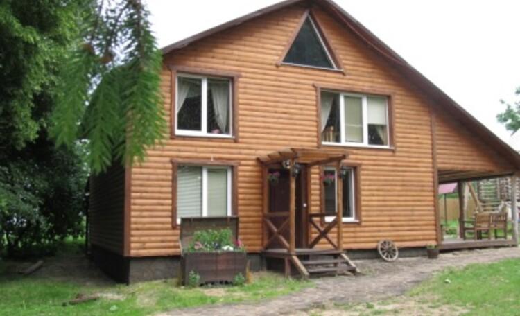 Проживание в усадьбе «Нясвiжскiя Вытокi» проходит в двухэтажных коттеджах со всеми удобствами
