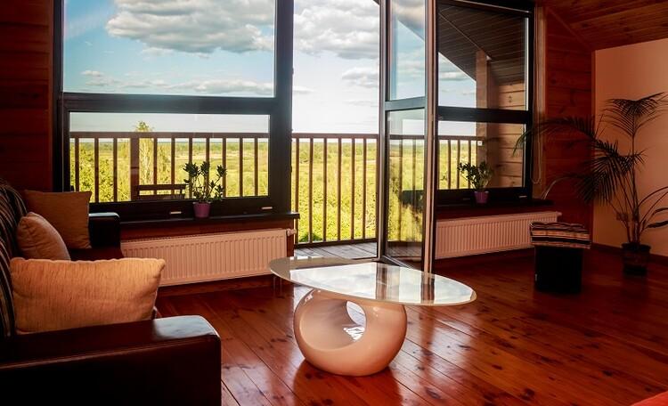 """Агроусадьба """"Поместье Горваль"""", панарамное окно в номере люкс"""
