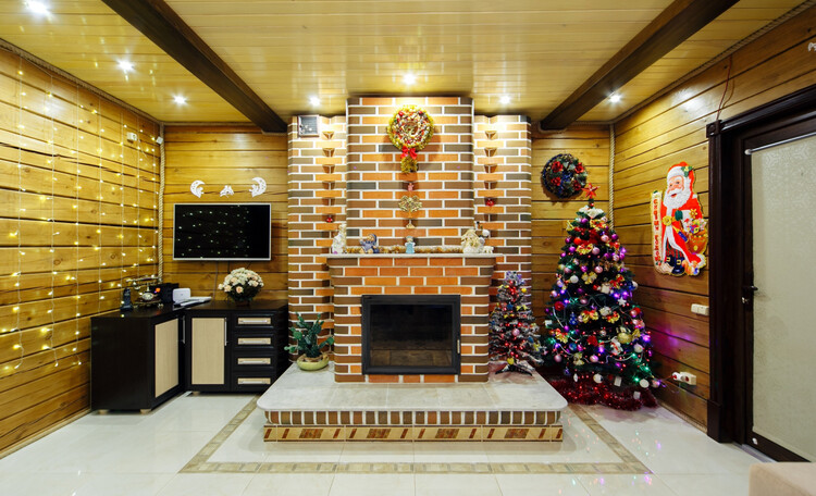 Усадьба «Terrassa», Гостиная с камином дарит тепло и счатье - здесь все будут вместе