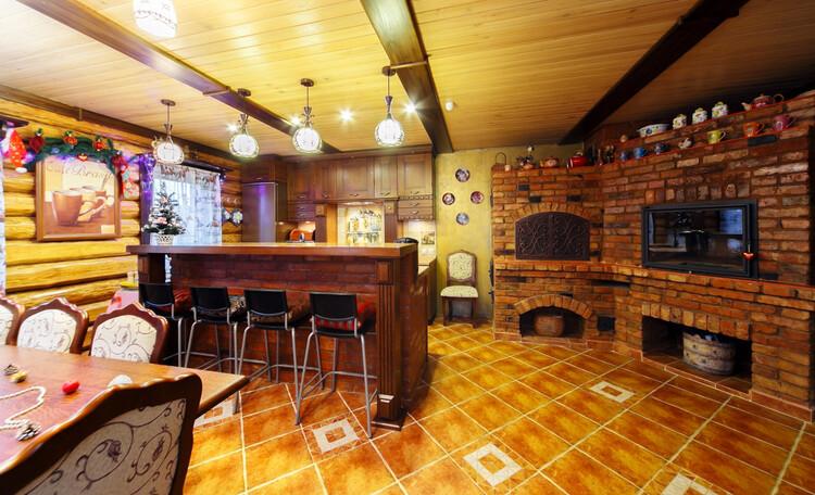 Усадьба «Terrassa», Кухня-столовая с камином и печью из настоящего старинного кирпича