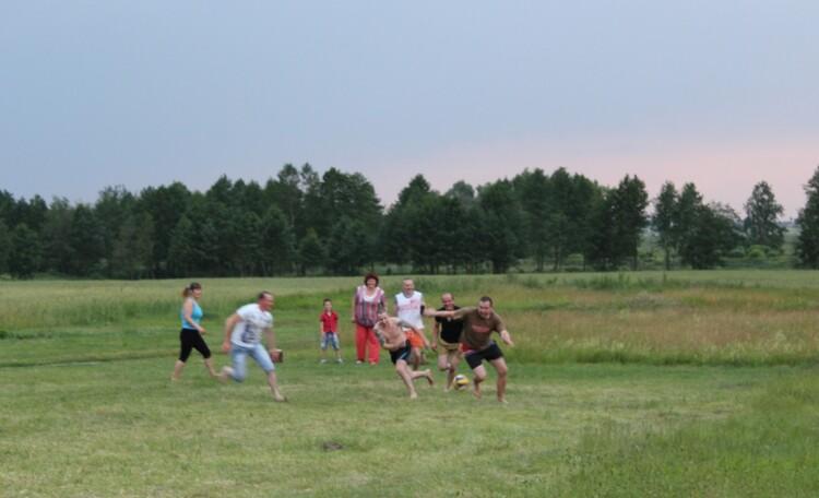 """Homestead """"VYASYOLY HUTAR"""", Мини футбол - одно из любимых развлечений наших гостей"""