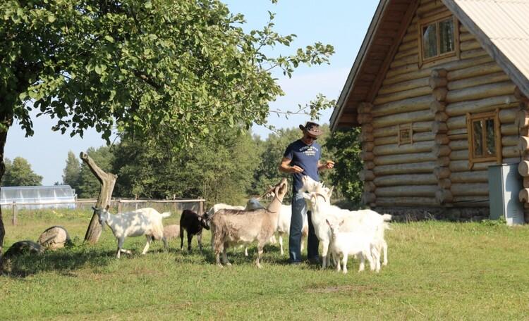 """Farmhouse """"Hutor Yodishki"""" (""""Farm Edishki"""")"""