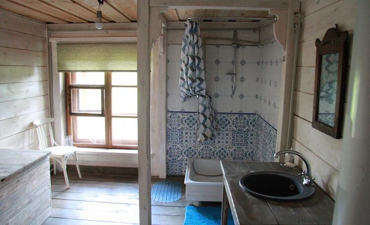 Дом с китайской беседкой. Туалет