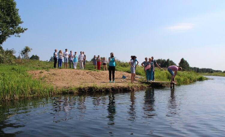 """Homestead """"VYASYOLY HUTAR"""", Река Лань расположена в пару минутах ходьбы от агроусадьбы:купание,рыбалка,прогулки на лодке."""