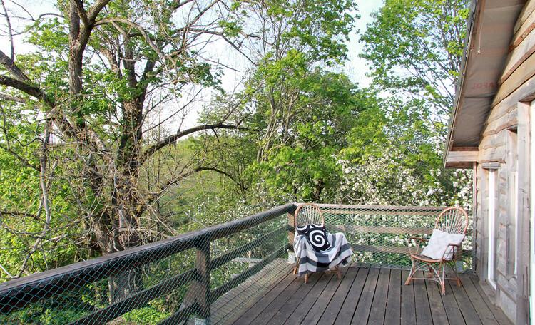 Агроусадьба «Арт-деревня Каптаруны», Дом у пруда. Верхняя терраса весной