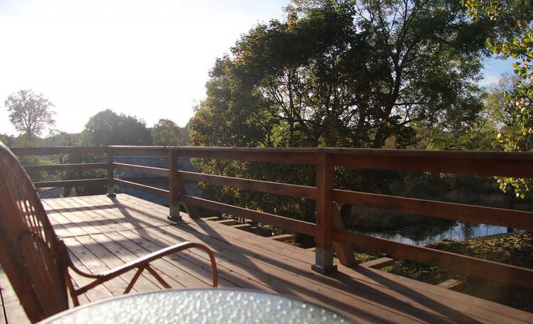 Агроусадьба «Арт-деревня Каптаруны», Дом у пруда. Верхняя терраса