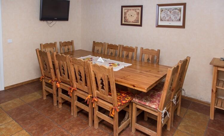 «Паулинка» в Беловежской пуще, кухня-столовая