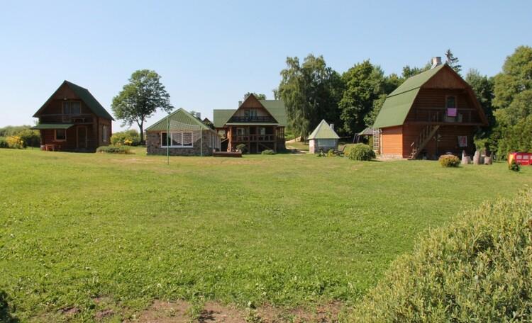 """Агроусадьба """"Хуторок у озера"""". , На территории  располагаются  два дома(гостевой(слева на фото) и большой(на фото по центру).Справа на фото, баня."""