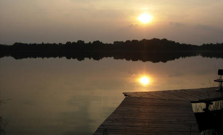Усадьба «У Гавриловича», Озеро Черосово находится всего в 40 метрах от усадьбы. На собственном пирсе вы можете встречать по вечерам красивые закаты
