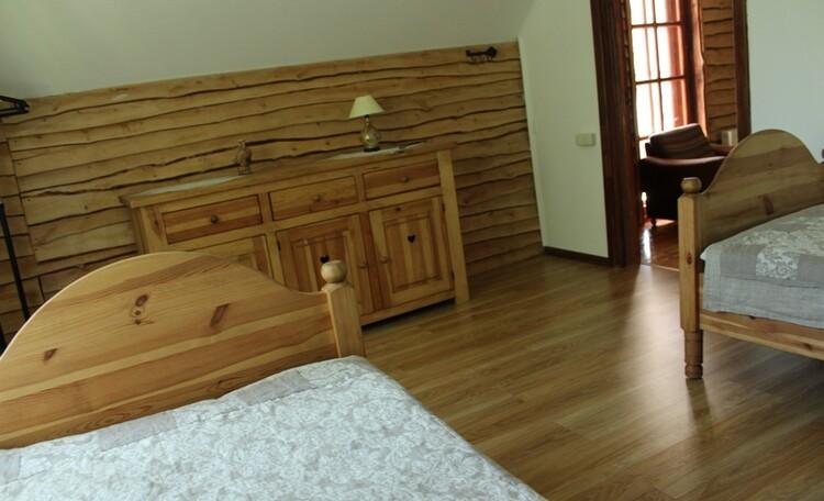 Олизаров Став, Усадьба «Олизаров став». Второй этаж — комната с двумя кроватями.