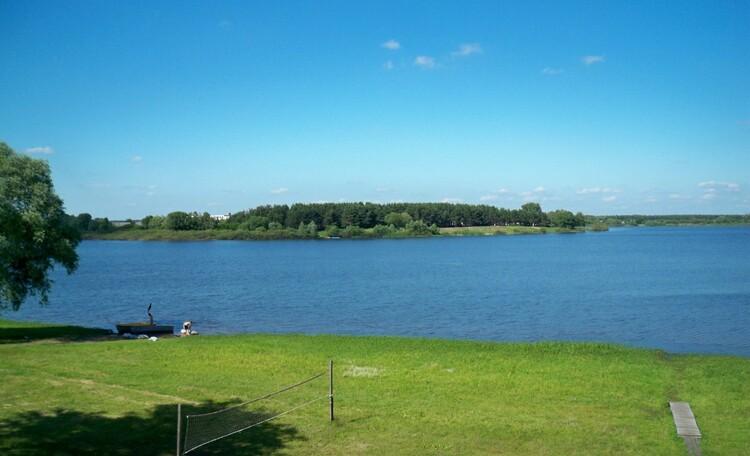 Агроусадьба «Озерная жемчужина», С усадьбы открывается прекрасный вид на озеро Городищенское