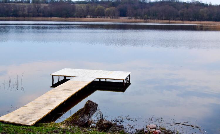 "Stead ""Solnechnyiy ugol"" (""Sunny corner""), Пирс на озере. Усадьба Солнечный угол. Отдых в Беларуси."
