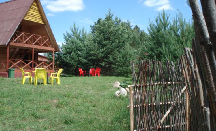 Аграсядзiба «Сланечнiкi» , Всего в 30 метрах от гостевого домика находится спуск к озеру