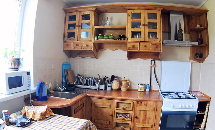 Усадьба «Розета». Гостиный дом. Кухня со всей необходимой посудой и бытовой техникой