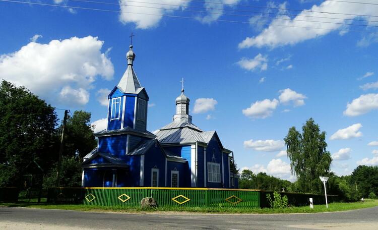 Агроусадьба «Оленья», Перед церковью направо и наша усадьба - сразу за церковью