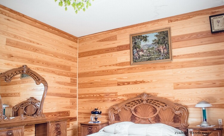 Усадьба «Беловежская сказка». Спальня на первом этаже