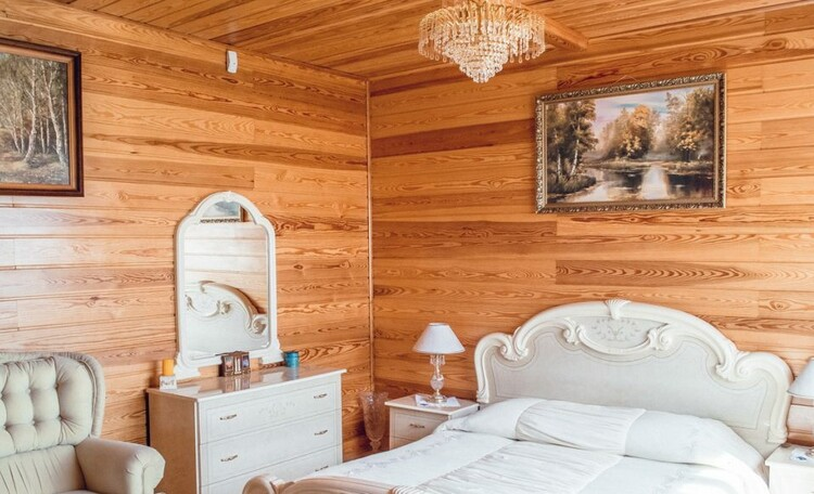 "Farmstead ""Belovezhskaya"", Усадьба «Беловежская сказка». Спальня на втором этаже"