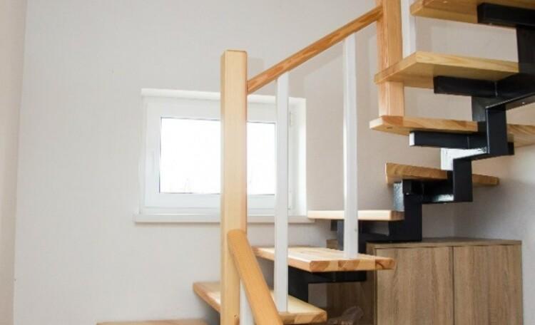"""Усадьба """"Лесная Паулiнка"""", лестница на второй этаж"""