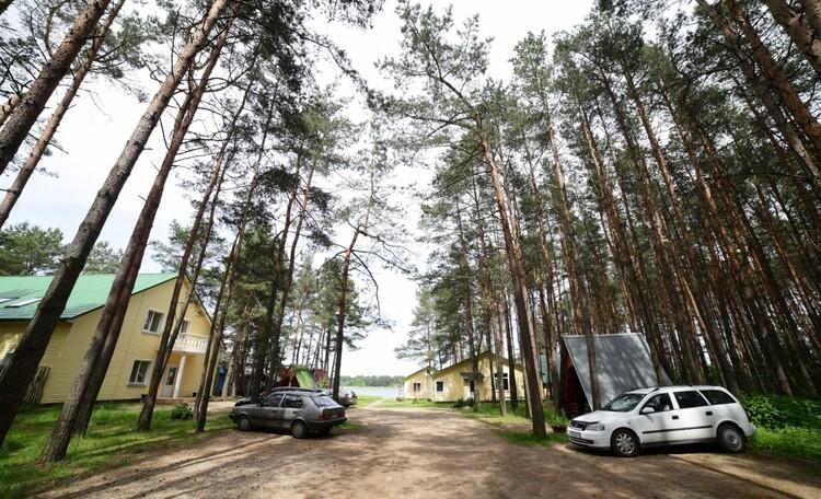 """Recreation centre """"Pleshchenitsy"""", Территория - парковка"""