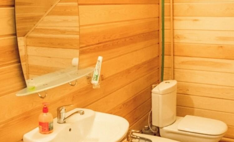 Усадьба «Беловежская сказка». Туалет на втором этаже