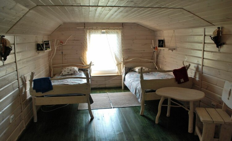 Усадьба «Тры Бабры», Спальня в мансарде бани.