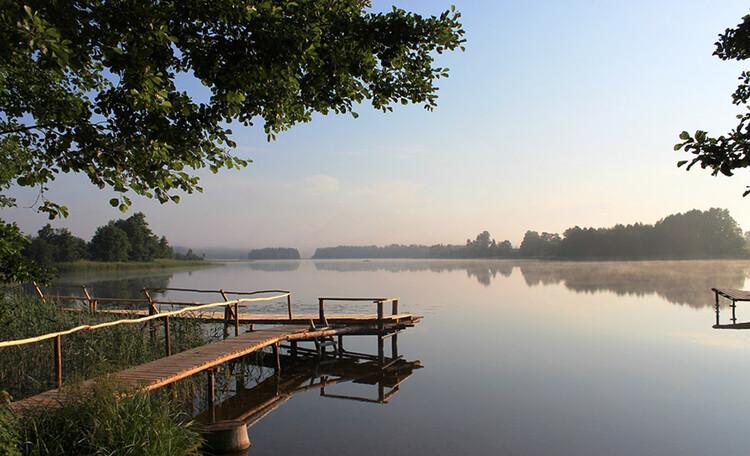 Отдых в очень живописном месте. Усадьба между двумя чистейшими озерами Ивесь и Шо.