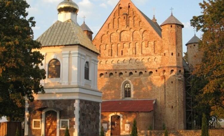 """Farmhouse """"Dorogobushka"""", Сынковичи.Церковь-крепость 16 век."""