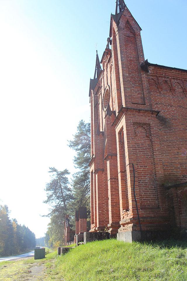 Часовня-усыпальница и костел в деревне Ахремовцы, Часовня-усыпальница в деревне Ахремовцы Браславского района