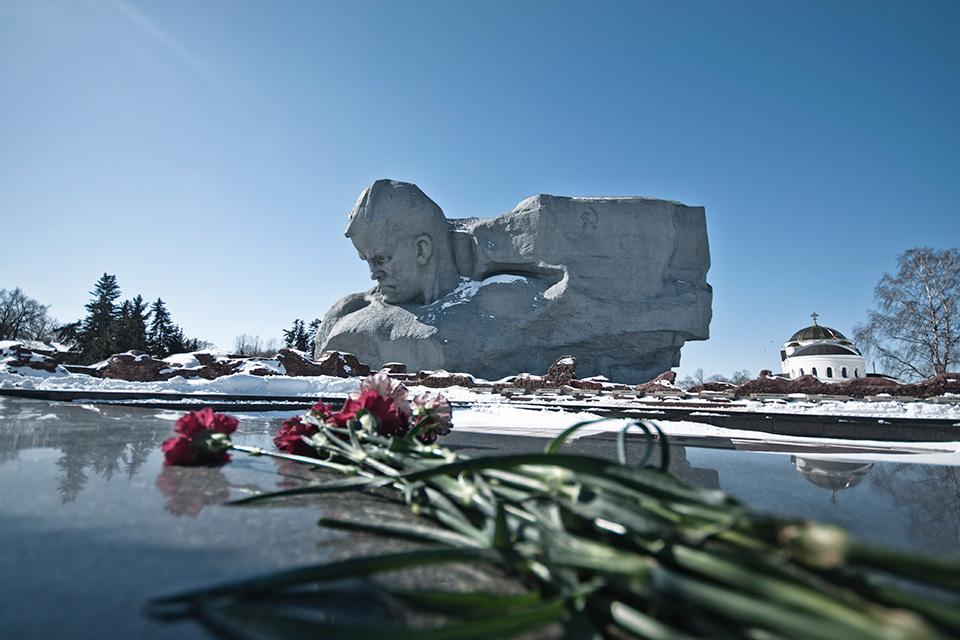 Брестская крепость, Монумент «Мужество»