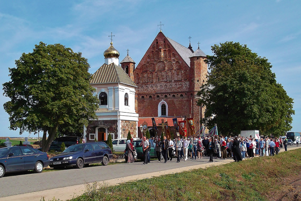 The Church of the Archangel St. Michael in Synkovichi, Церковь святого Михаила Архангела - Крестный ход в августе 2013