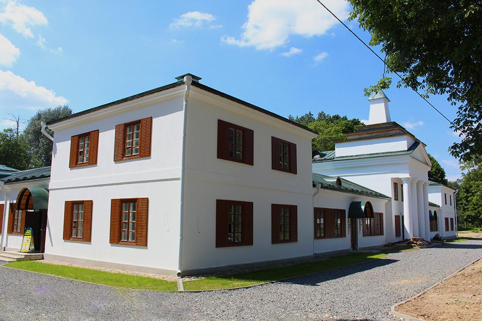Усадьба Огинского в Залесье, План здания представлен в виде буквы Г, наружная архитектура отличается скромностью, без декораций