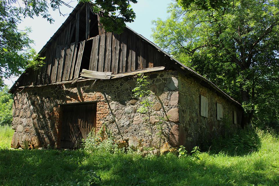 Усадьба Огинского в Залесье, Хорошо сохранился амбар, до сих пор используется по своему прямому назначению.