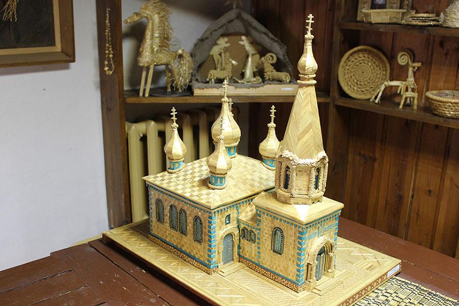 Музей традиционной культуры в Браславе, Церковь из соломы. Копия одного из местных православных храмов