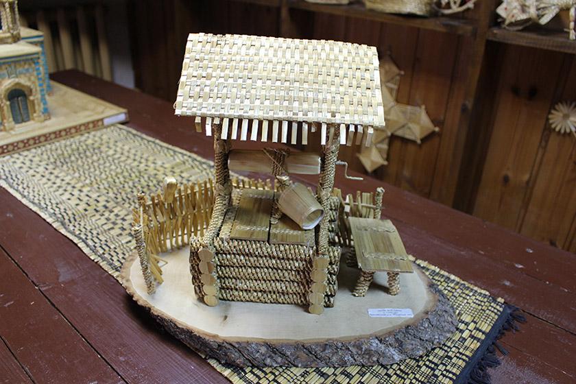 Музей традиционной культуры в Браславе, Миниатюрный колодец из дерева и соломы