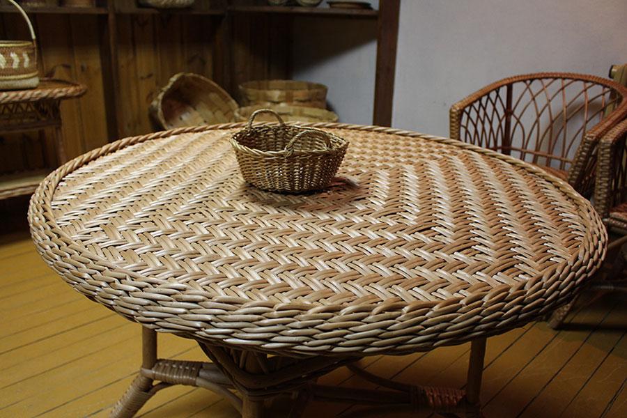 Музей традиционной культуры в Браславе, Стол из плетеной лозы