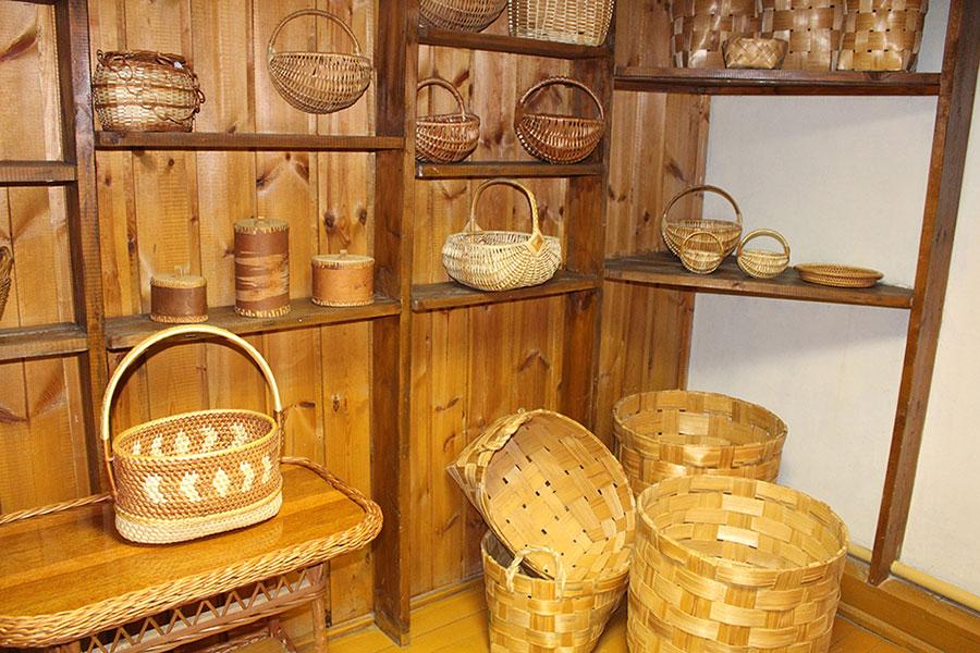 Музей традиционной культуры в Браславе, Корзинки из лозы и дерева