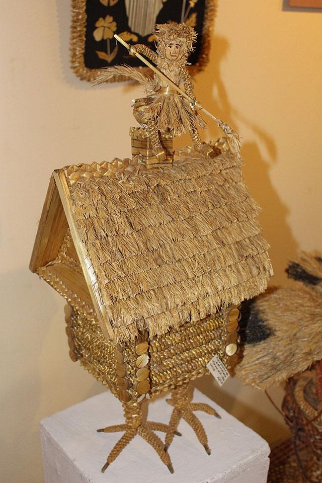Музей традиционной культуры в Браславе, Избушка на курьих лапках и баба яга из соломы