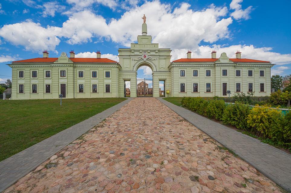 Ружанский дворцовый комплекс Сапег, Брама дворца