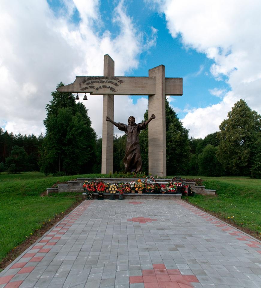 Мемориальный комплекс «Шуневка», Скульптура женщины-матери
